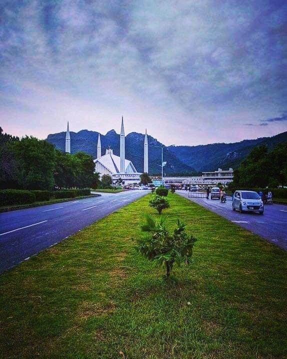 Faisal Masjid from Shah Faisal Avenue